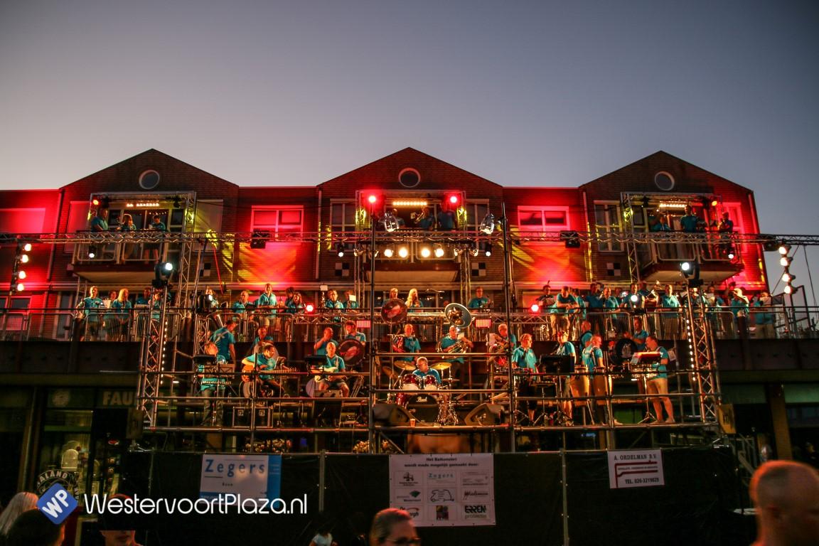 Er klonk weer muziek vanaf de balkons in Westervoort