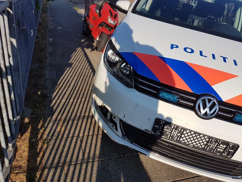 Politie ramt scooter bij achtervolging