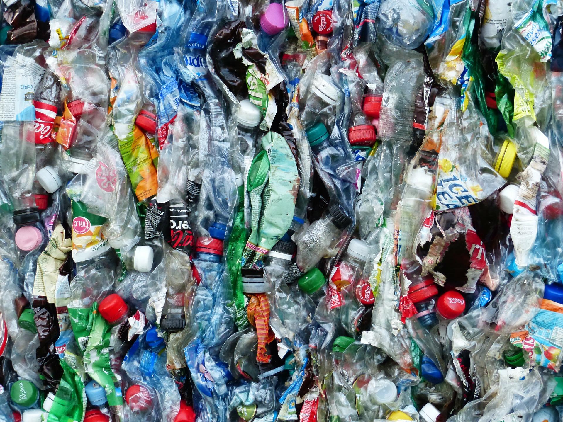 bron: pixabay.com/nl/plastic-flessen-flessen-recycling-115071/