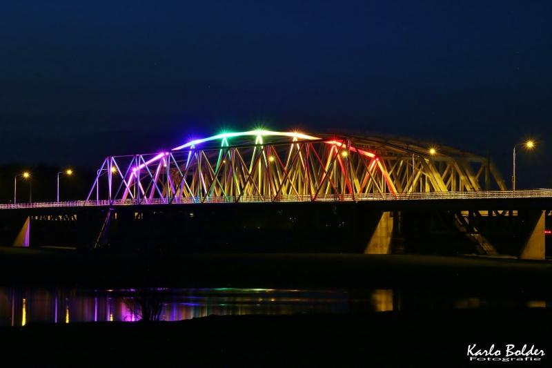 Westervoortse brug in regenboogkleuren voor Coming Out Day