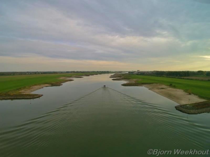 Opruimactie langs de oevers van de Rijn in de gemeenten Duiven en Westervoort