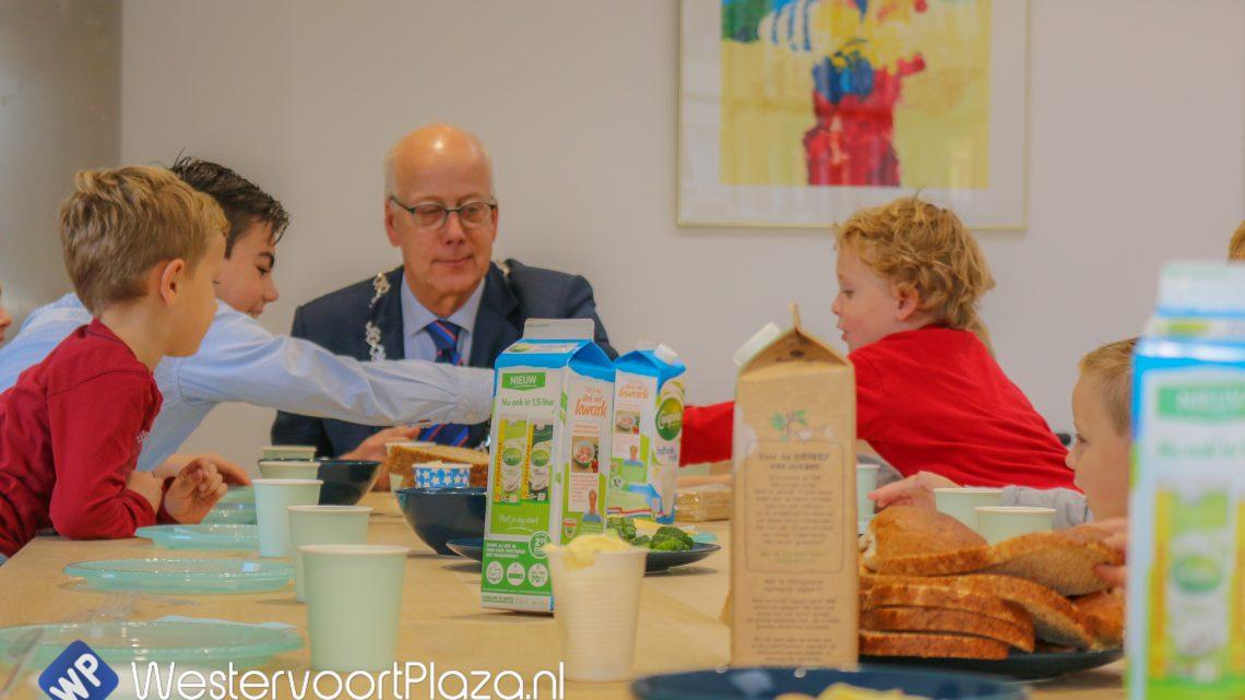 Leerlingen van IKC de Hoge Hoeve ontbijten met de burgemeester