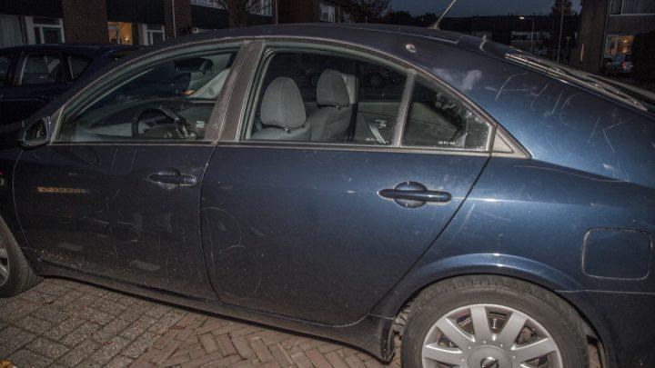 Auto van raadslid Eef van Baarsen bekrast