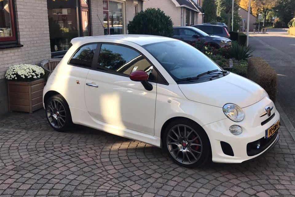 Witte Fiat Abarth 500 gestolen bij het station