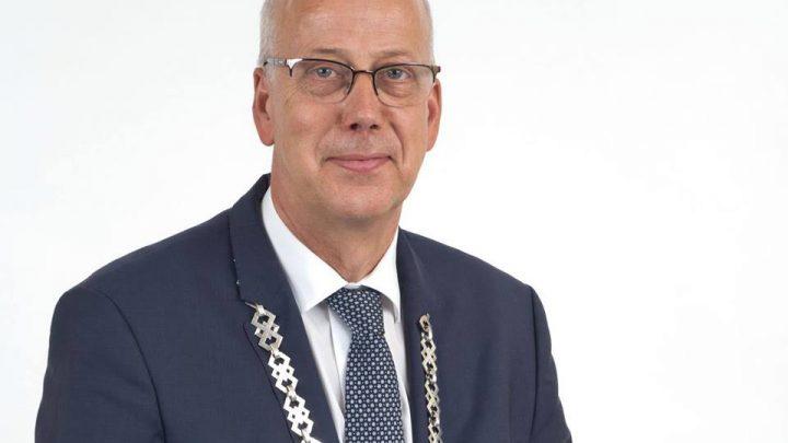 Burgemeester Arend van Hout voorgedragen voor een tweede termijn