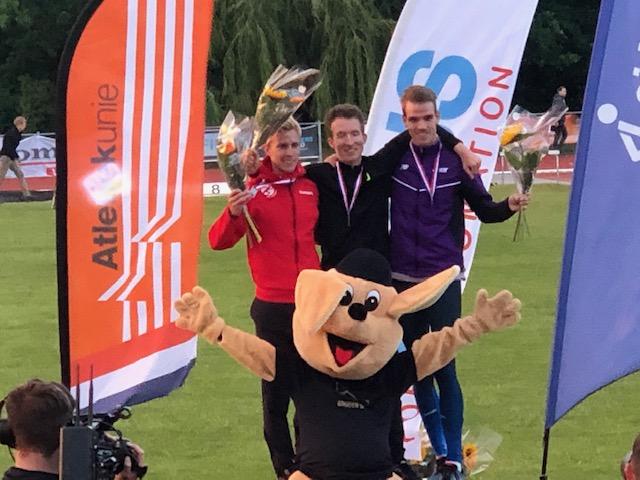 Frank Futselaar tweede bij NK 10.000 Meter in Leiden