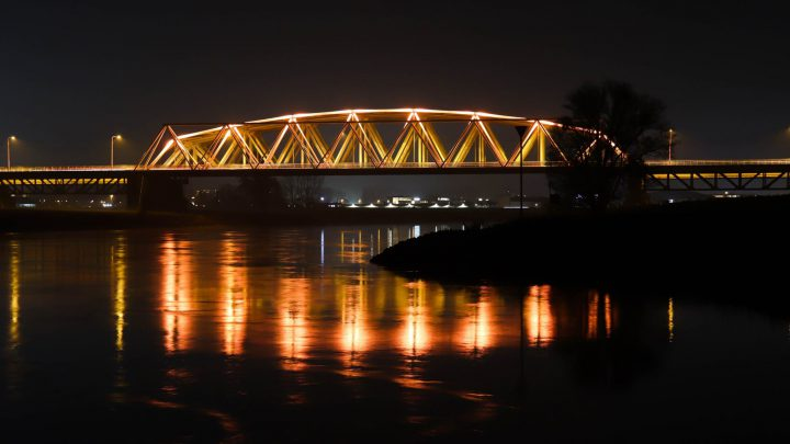 Westervoortse brug kleurt oranje