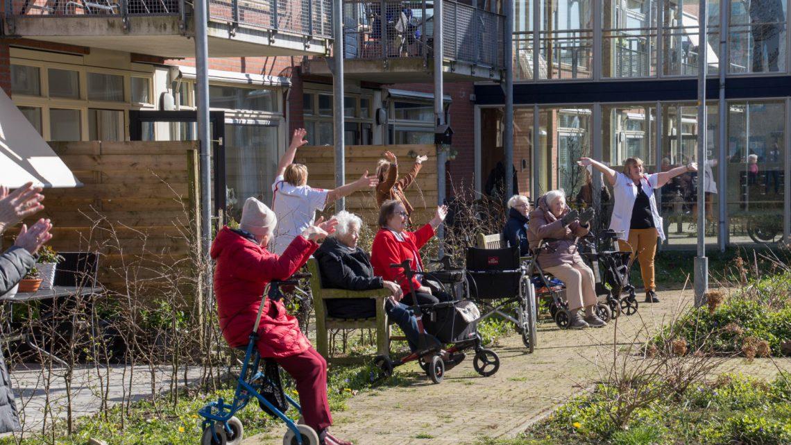 Concerten en bloemen voor bewoners bejaardenhuizen en verpleeginstellingen