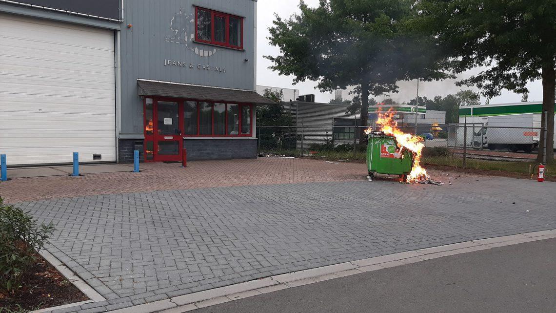 Brandstichting op industrieterrein het Ambacht
