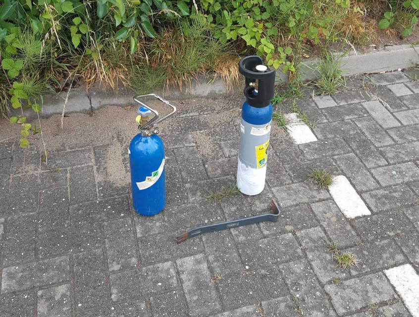 Lachgas en drank in beslag genomen bij het station